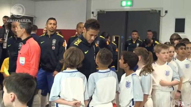 Afinal, por que assinou pelo PSG? A resposta de Neymar a um jovem adepto