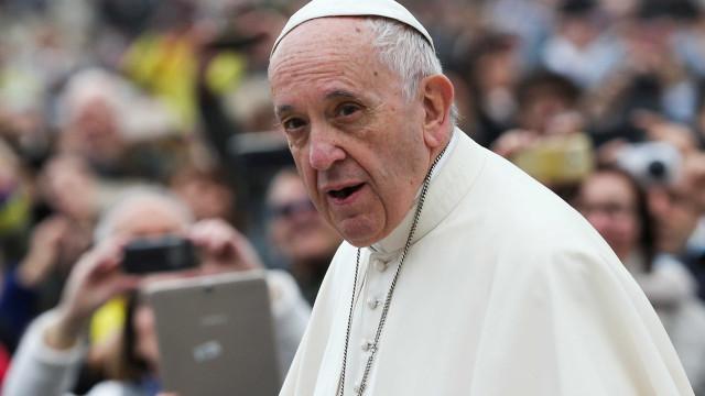 Papa Francisco sobrevoa Portugal e envia mensagem a Marcelo