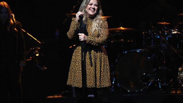 """""""É quando estou gorda que sou feliz"""", afirmou Kelly Clarkson"""