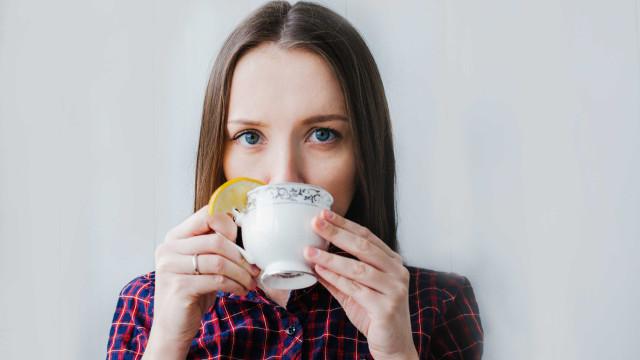 O que comer e beber para travar a dor de garganta