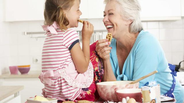 Avós, os mimos demasiados doces tiram saúde aos netos