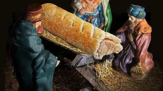 Pastelaria substitui menino Jesus por folhado de salsicha e cria polémica