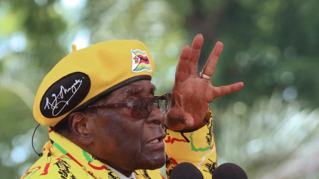 Zimbabué: Jovens apelam à demissão de Mugabe e à expulsão de Grace