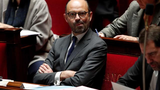 Moção de censura contra governo francês rejeitada