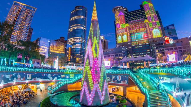 Conheça as árvores de Natal mais bonitas e extraordinárias do mundo