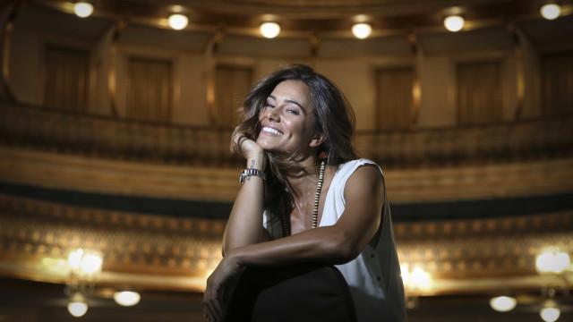 Cláudia Vieira partilha raro momento apaixonado com João Alves
