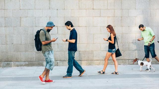 As apps de mensagens não o isolam. Pelo contrário…