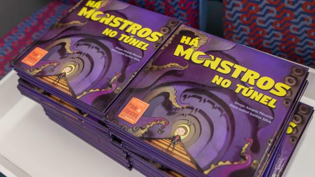 """'Há monstros no túnel', o livro que está à venda """"onde estão as famílias"""""""