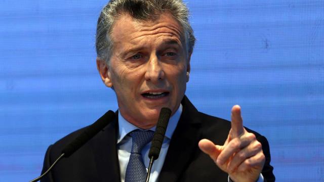 Derrota de Presidente argentino arrasta bolsa e moeda de Buenos Aires