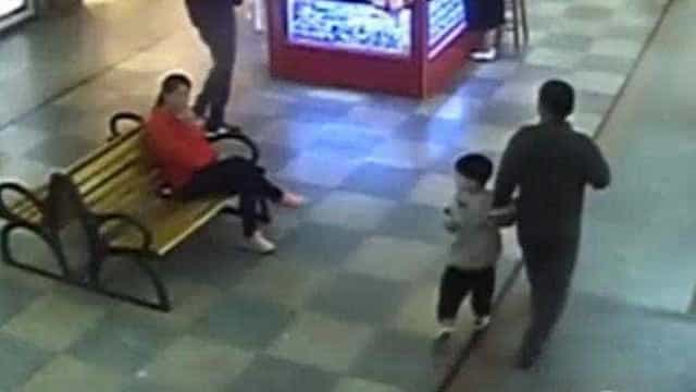 Pai encontra num centro comercial filho raptado há nove meses