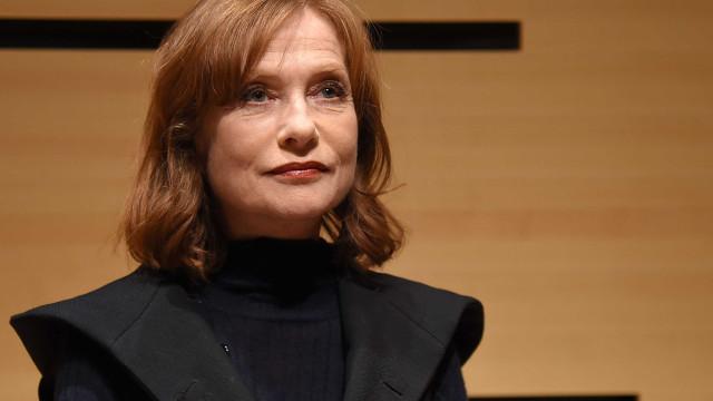 """Isabelle Huppert inaugurou exposição sobre as suas """"muitas faces"""""""