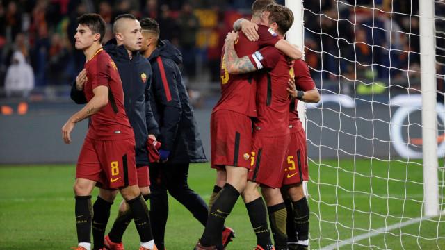 Roma sobe provisoriamente ao pódio ao vencer dérbi frente à Lazio