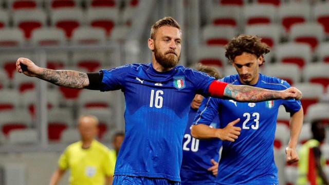 De Rossi presta homenagem a roupeiro da seleção com gesto incrível