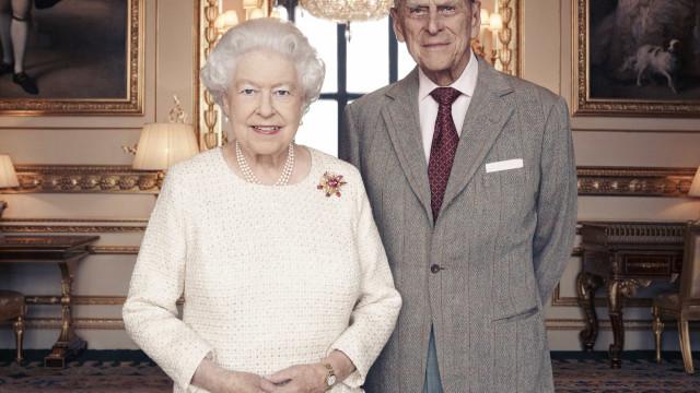 Eis a foto que assinala os 70 anos de casamento da Rainha