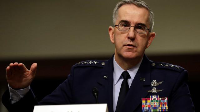 """General diz que pode recusar ordem """"ilegal"""" de Trump para ataque nuclear"""