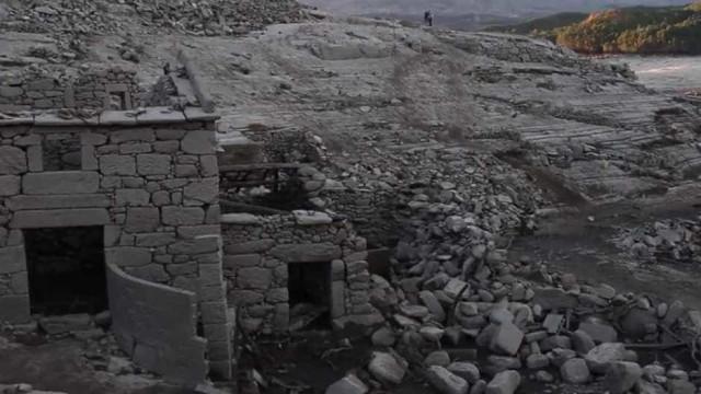 Aceredo, a aldeia submersa que ressurge nos períodos de seca do Minho