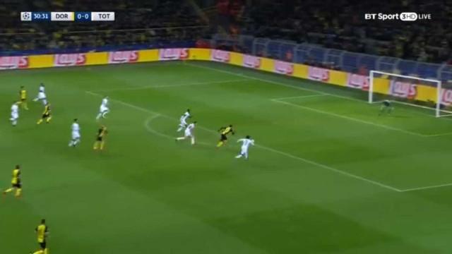 Aubameyang chega ao golo com uma assistência incrível de Yarmolenko