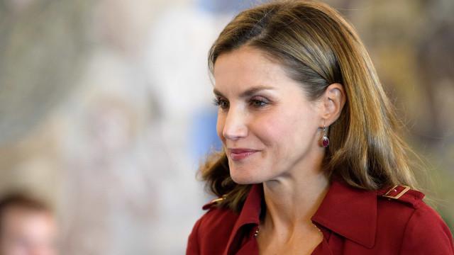 Rainha Letizia deixa todos de 'boca aberta' com vestido arrojado