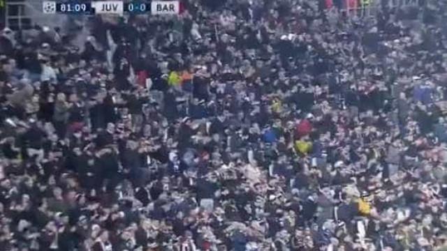 A estrondosa ovação dos adeptos da Juventus a... Iniesta