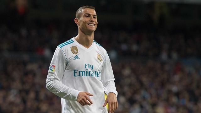 Ronaldo marca golaço e faz história na Liga dos Campeões