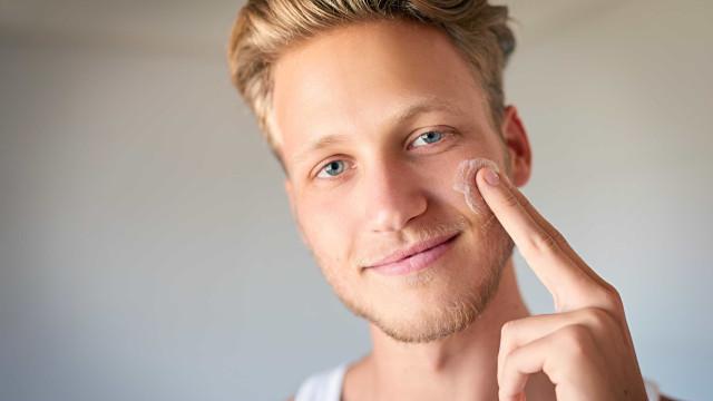 Homens, tudo o que devem fazer para ter uma pele mais jovem