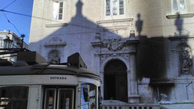Igreja do Chiado foi vandalizada. Fachada ficou danificada