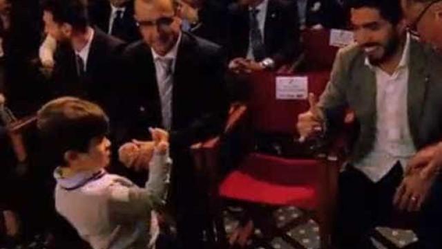 A divertida cumplicidade entre Suárez e o filho de Messi
