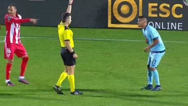 Foi este o lance que ditou a expulsão de Corona do Aves-FC Porto