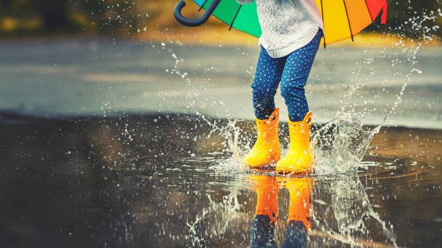Semana começa com chuva fraca. Temperaturas baixam a partir de quinta