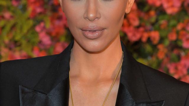 Kim Kardashian divulga novas fotos ousadas… e 'brilhantes'