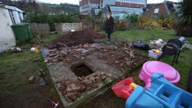 Mulher descobre bunker da Segunda Guerra Mundial no jardim de casa