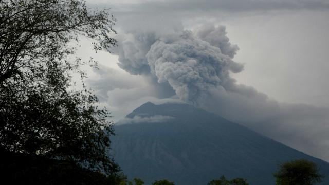 Portugueses retidos em Bali procuram soluções para regressar a casa