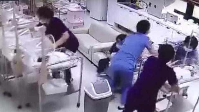Enfermeiras salvam bebés em maternidade durante terramoto