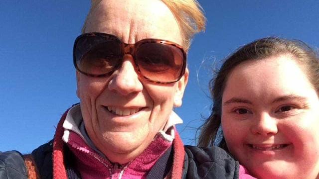 Comediante faz piada com menina com Síndrome de Down. Mãe fica devastada
