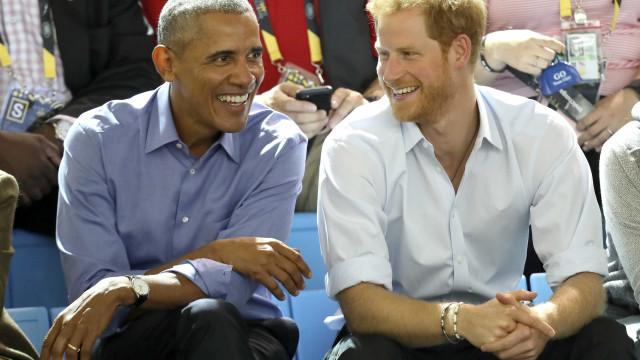 Casal Obama não vai ao casamento de Harry e ele está furioso
