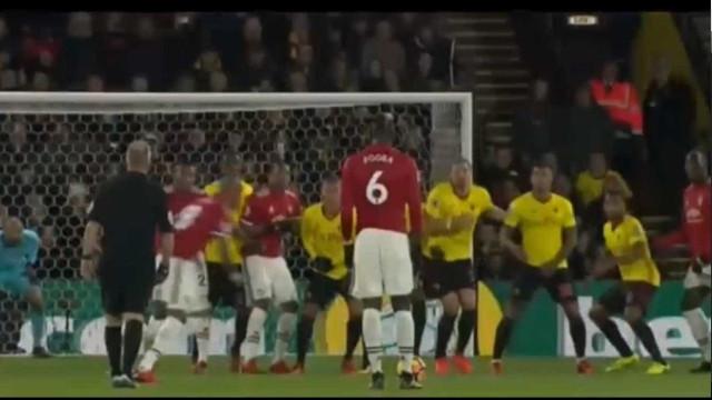 Ashley Young marca um autêntico hino ao futebol