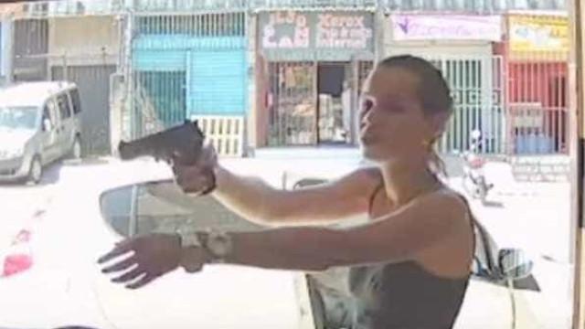 Mulher assalta loja de telemóveis. Câmaras captaram o momento