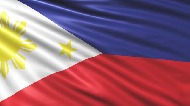 Tufão nas Filipinas faz pelo menos três mortos e 80 mil deslocados