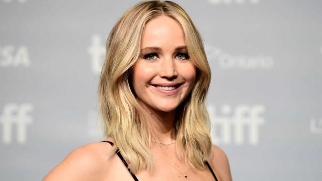 Jennifer Lawrence 'apanhada' na rua em pijama e sem maquilhagem