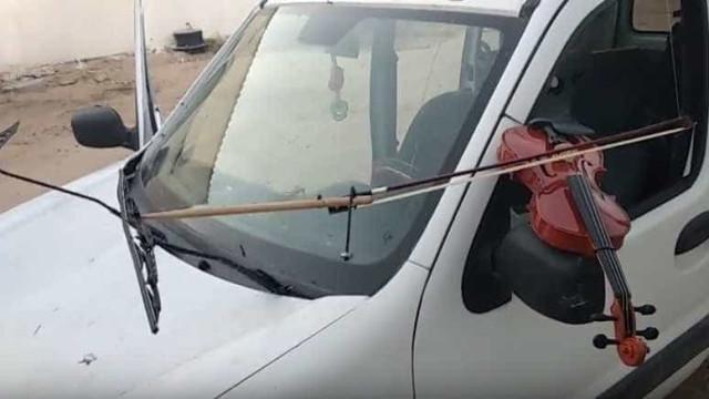 Um carro a tocar violino? É possível