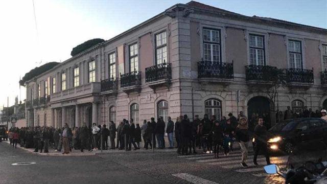 Centenas de pessoas fazem fila para se despedirem de Zé Pedro