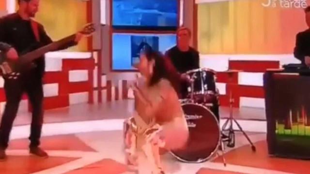 Ana Malhoa cai em direto, mas não perde a pose