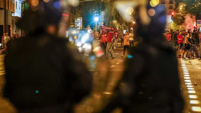 Um detido e três feridos, incluindo um PSP, no cortejo até ao Dragão