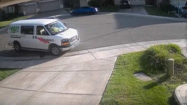 Funcionário da Amazon filmado a defecar à porta de cliente