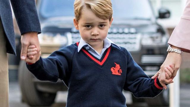 Fotos de príncipe George a brincar com falsa arma geram polémica