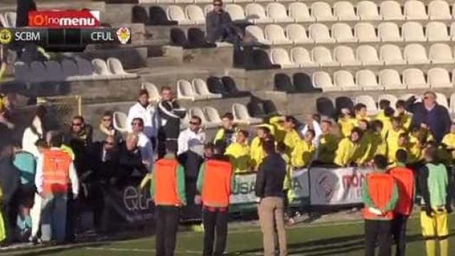 O momento em que o árbitro é agredido no Beira-Mar-Lamas