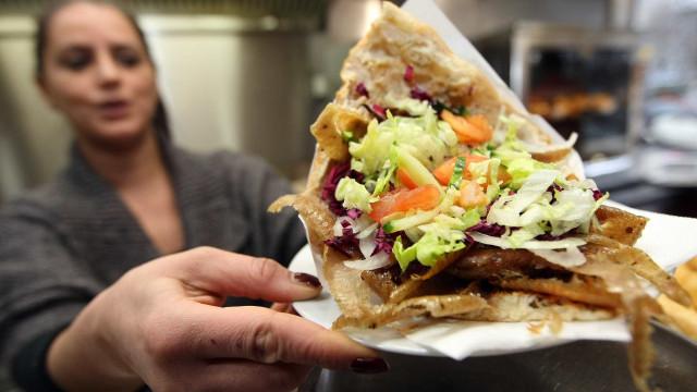 O fim do kebab? União Europeia pode proibir iguaria turca