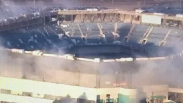 Implosão do estádio Silverdome de Detroit não correu como planeado