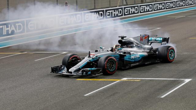 Hamilton faz revelação surpreendente sobre o seu carro
