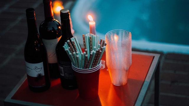 Copos de plástico mudam o sabor de vinhos e espumantes